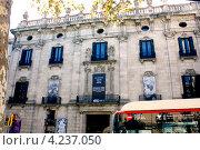Купить «Дом Гауди, Барселона», фото № 4237050, снято 24 сентября 2012 г. (c) Хайрятдинов Ринат / Фотобанк Лори