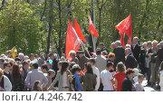 Купить «Люди на День Победы, мемориал 1200 гвардейцам в Калининграде», видеоролик № 4246742, снято 9 мая 2011 г. (c) Сергей Куров / Фотобанк Лори
