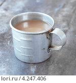 Купить «Старая металлическая кружка с чаем», фото № 4247406, снято 26 июня 2019 г. (c) Food And Drink Photos / Фотобанк Лори