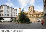 Купить «Кафедральный собор в городе Оренсе. Испания», эксклюзивное фото № 4248534, снято 26 сентября 2012 г. (c) Владимир Чинин / Фотобанк Лори