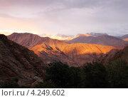Горный пейзаж, закат. Стоковое фото, фотограф Наталия Давидович / Фотобанк Лори