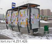 Купить «Автобусная остановка, обклеенная объявлениями, улица Городецкая, район Новокосино», эксклюзивное фото № 4251426, снято 29 января 2013 г. (c) lana1501 / Фотобанк Лори