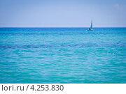 Парусник в лазурном море Монделло (Сицилия) (2012 год). Стоковое фото, фотограф Anna Romashova / Фотобанк Лори