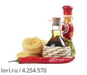 Купить «Итальянская паста с перцем чили, оливковым маслом и специями», фото № 4254570, снято 16 января 2013 г. (c) Воронин Владимир Сергеевич / Фотобанк Лори