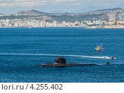 Подводная лодка приходит в порт Вальпараисо, Чили (2012 год). Стоковое фото, фотограф vale_t / Фотобанк Лори