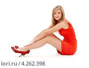 Купить «Юная блондинка в красном платье и туфлях на каблуках на белом фоне», фото № 4262398, снято 2 февраля 2008 г. (c) Syda Productions / Фотобанк Лори