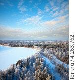 Купить «Вид сверху на зимний лес с рекой», фото № 4263762, снято 21 января 2011 г. (c) Владимир Мельников / Фотобанк Лори