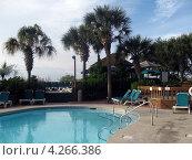 Бассейн рядом с отелем на Myrtle Beach, South Carolina, США (2009 год). Стоковое фото, фотограф Ковалева Наталья / Фотобанк Лори