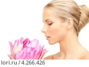 Купить «Очаровательная девушка с нежным цветком розового лотоса в руках», фото № 4266426, снято 30 октября 2010 г. (c) Syda Productions / Фотобанк Лори