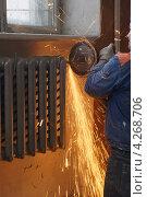 Купить «Замена радиаторов отопления», фото № 4268706, снято 2 сентября 2011 г. (c) макаров виктор / Фотобанк Лори