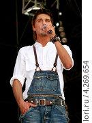Купить «Концертное выступление Димы Билана», эксклюзивное фото № 4269654, снято 22 июля 2006 г. (c) Андрей Дегтярёв / Фотобанк Лори