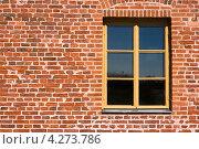 Окно на красной кирпичной стене. Стоковое фото, фотограф Andrei Nekrassov / Фотобанк Лори