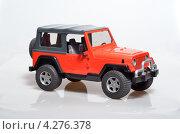 Купить «Джип-игрушка», фото № 4276378, снято 5 апреля 2012 г. (c) Максим Коломыченко / Фотобанк Лори