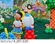 Купить «Куклы из шаров -  влюбленные мужчина и женщина», фото № 4281630, снято 22 сентября 2012 г. (c) Несинов Олег / Фотобанк Лори