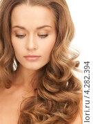Купить «Привлекательная девушка в длинными волнистыми русыми волосами крупным планом», фото № 4282394, снято 10 октября 2010 г. (c) Syda Productions / Фотобанк Лори