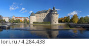 Панорамный вид замка в Эребру в осенний солнечный день, Швеция (2012 год). Стоковое фото, фотограф Михаил Марковский / Фотобанк Лори