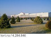 Купить «Здание сената и сквер», фото № 4284846, снято 18 июля 2000 г. (c) Parmenov Pavel / Фотобанк Лори