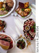 Купить «Стол с разными закусками», фото № 4284954, снято 16 января 2019 г. (c) Food And Drink Photos / Фотобанк Лори