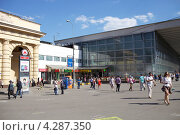 Москва летом. Площадь, Курский вокзал (2012 год). Редакционное фото, фотограф Яна Королёва / Фотобанк Лори