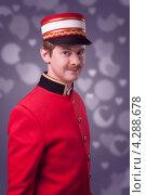 Консьерж в красном жакете. Стоковое фото, фотограф Vycheslav Leskovskiy / Фотобанк Лори