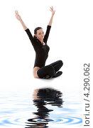Купить «Фитнес-инструктор в черных гетрах на белом песке у воды», фото № 4290062, снято 5 апреля 2008 г. (c) Syda Productions / Фотобанк Лори
