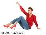 Купить «Яркая молодая шатенка в красной блузке и голубых джинсах», фото № 4290230, снято 12 марта 2011 г. (c) Syda Productions / Фотобанк Лори