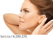 Купить «Красивая молодая женщина с обнаженными плечами», фото № 4290270, снято 12 марта 2011 г. (c) Syda Productions / Фотобанк Лори