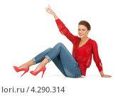 Купить «Яркая молодая шатенка в красной блузке и голубых джинсах», фото № 4290314, снято 12 марта 2011 г. (c) Syda Productions / Фотобанк Лори