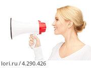 Купить «Очаровательная молодая деловая женщина со светлыми волосами с мегафоном в руке», фото № 4290426, снято 12 февраля 2011 г. (c) Syda Productions / Фотобанк Лори