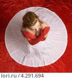 Купить «Девушка в красно-белом платье, вид сверху», фото № 4291694, снято 11 марта 2006 г. (c) Syda Productions / Фотобанк Лори