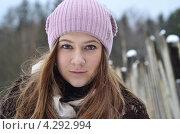 Девушка в деревне зимой. Стоковое фото, фотограф Наталия Пухова / Фотобанк Лори