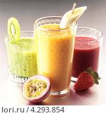 Купить «Несколько стаканов разных густых коктейлей с фруктами», фото № 4293854, снято 17 июня 2019 г. (c) Food And Drink Photos / Фотобанк Лори