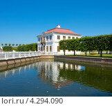 Купить «Петергоф, дворец Марли», фото № 4294090, снято 6 июля 2012 г. (c) ИВА Афонская / Фотобанк Лори