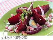 Купить «Салат из свеклы, розовой редьки с перепелиными яйцами», фото № 4296602, снято 17 февраля 2013 г. (c) Наталья Евстигнеева / Фотобанк Лори