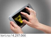 Купить «Планшет в руках», фото № 4297066, снято 16 февраля 2013 г. (c) Иван Карпов / Фотобанк Лори