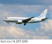 """Boeing 737 (бортовой RA-73000) авиакомпании """"Газпромавиа"""" на посадке во Внукове (2012 год). Редакционное фото, фотограф Alexei Tavix / Фотобанк Лори"""