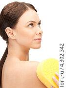Купить «Привлекательная девушка принимает душ с желтой губкой в руках», фото № 4302342, снято 16 сентября 2019 г. (c) Syda Productions / Фотобанк Лори