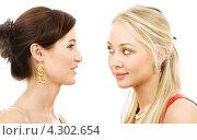 Купить «Две близкие подруги на белом фоне», фото № 4302654, снято 29 сентября 2007 г. (c) Syda Productions / Фотобанк Лори
