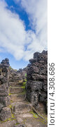 Старинная каменная лестница и синее небо, остров Сан-Мигель (2012 год). Стоковое фото, фотограф Роман Сулла / Фотобанк Лори