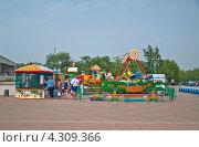 Детские аттракционы, фото № 4309366, снято 23 июня 2012 г. (c) Геннадий Соловьев / Фотобанк Лори