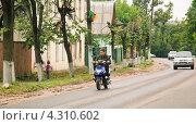 Купить «Подросток на скутере без шлема в городе Боровске», эксклюзивное фото № 4310602, снято 3 июля 2010 г. (c) Алёшина Оксана / Фотобанк Лори