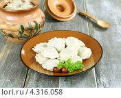 Купить «Вареники с картофелем и грибами», фото № 4316058, снято 21 февраля 2013 г. (c) Надежда Мишкова / Фотобанк Лори