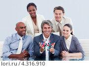 Купить «Пятеро деловых людей, главный держит в руках непонятную конструкцию из шариков», фото № 4316910, снято 27 октября 2009 г. (c) Wavebreak Media / Фотобанк Лори