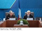 Купить «Кристиан Нойер (Christian Noyer) Управляющий Банка Франции и Пьер Московиси (Pierre Moscovici) Министр экономики и финансов Франции на пресс-конференции посвященной предстоящему саммиту G20», фото № 4321250, снято 16 февраля 2013 г. (c) Игорь Долгов / Фотобанк Лори