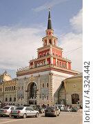 Купить «Казанский вокзал летом», эксклюзивное фото № 4324442, снято 3 июня 2010 г. (c) Алёшина Оксана / Фотобанк Лори