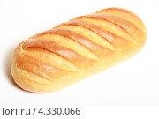 Купить «Батон белого хлеба на белом фоне», эксклюзивное фото № 4330066, снято 25 февраля 2013 г. (c) Яна Королёва / Фотобанк Лори