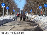Тротуар чрезмерно увешанный знаками для пешеходов (2013 год). Редакционное фото, фотограф Николай Овечко / Фотобанк Лори
