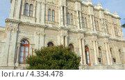 Купить «Здание дворца Долмабахче, Стамбул», видеоролик № 4334478, снято 26 февраля 2013 г. (c) Михаил Коханчиков / Фотобанк Лори