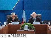 Купить «Кристиан Нойер (Christian Noyer) Управляющий Банка Франции и Пьер Московиси (Pierre Moscovici) Министр экономики и финансов Франции на пресс-конференции посвященной предстоящему саммиту G20», фото № 4335734, снято 16 февраля 2013 г. (c) Игорь Долгов / Фотобанк Лори