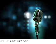 Купить «Старинный микрофон в студии звукозаписи на темном фоне с яркими бликами и эффектом боке», фото № 4337610, снято 23 января 2019 г. (c) Sergey Nivens / Фотобанк Лори